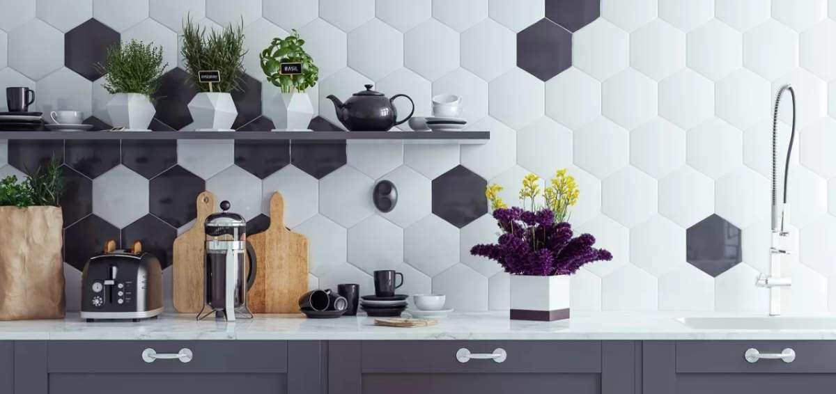 1-faianta-hexagonala-alb-egru-perete-bucatarie
