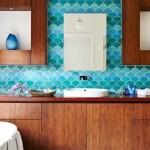1-faianta in forma de solzi nuante albastru decor baie
