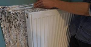 1-folia de aluminiu montata pe peretele din spatele caloriferului