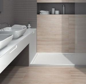 1-gresie si faianta imitatie lemn combinate cu mozaic amenajare baie moderna