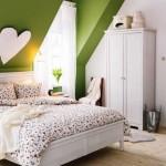 1-idei amenajare dormitor in alb si vernil in mansarda