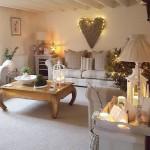Idei de decorare a canapelei din living si a spatiului din jurul ei