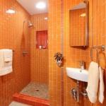 1-lavoar de colt suspendat pe consola perete baie