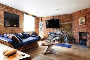 1-living pardoseala dusumea lemn pereti caramida apartament stil industrial