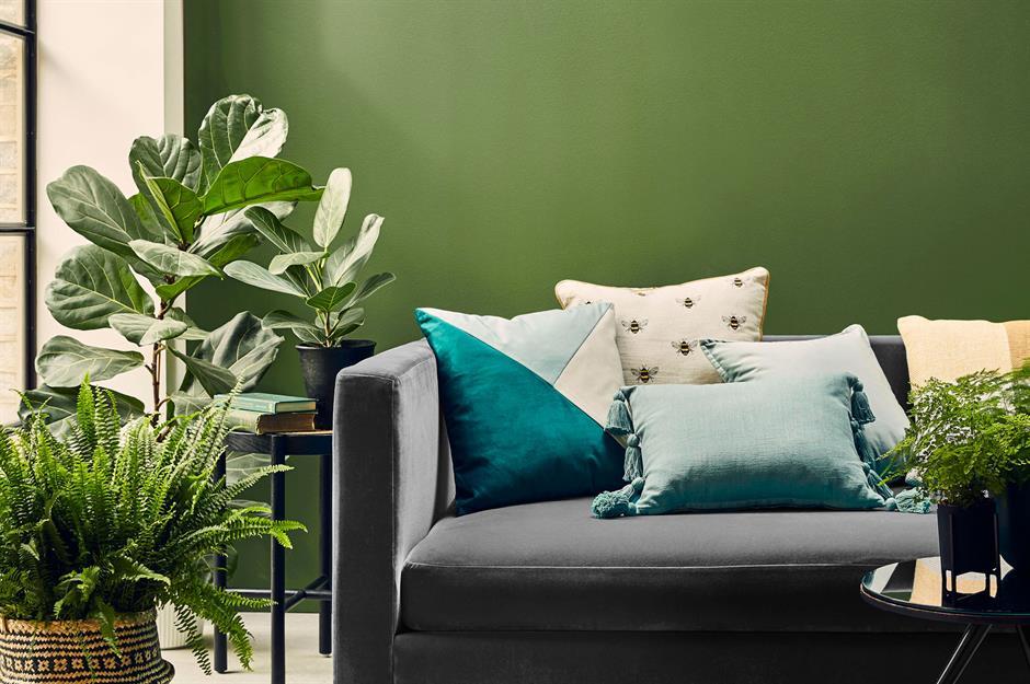 1-living-perete-accent-verde-plante-verzi