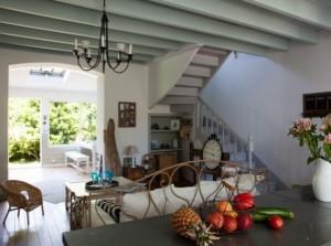 1-living si bucatarie open space casa veche pe malul marii renovata