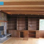 1-living vechi cu biblioteca greoaie din lemn masiv inainte de amenajare