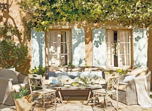1-loc de relaxare in curtea casei vechi Luberon Provence