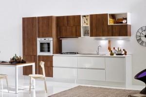 1-mobila-moderna-bucatarie-alb-cu-furnir-lemn
