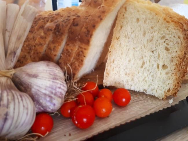 paine de casa fara framantare rosii usturoi