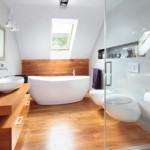 1-pardoseala lemn impermeabil decor baie moderna la mansarda