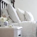 1-pat din fier forjat si asternuturi din bumbac amenajare dormitor rustic