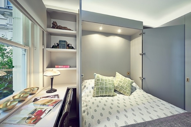 1-pat rabatabil la perete in amenajarea unui dormitor micut