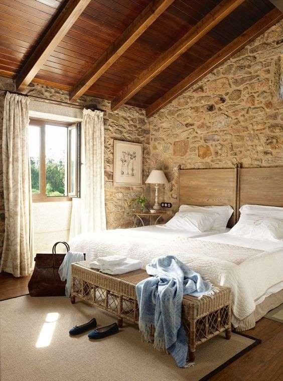 1-pereti-piatra-naturala-dormitor-casa-veche-restaurata