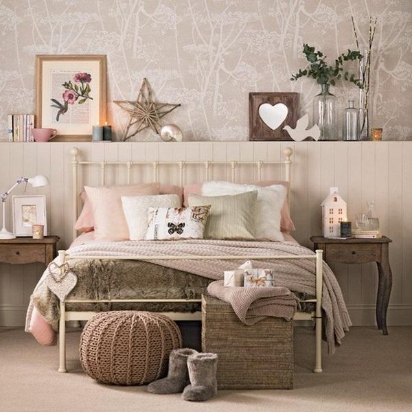 1-polita din rigips construita pe peretele de la capul patului din dormitor