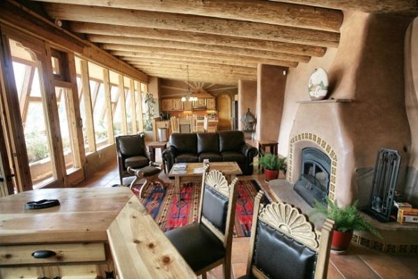 10 mii Euro – casa construita din materiale reciclate