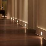 1-sistem de iluminare cu senzori de miscare integrat in plinta de pardoseala a casei
