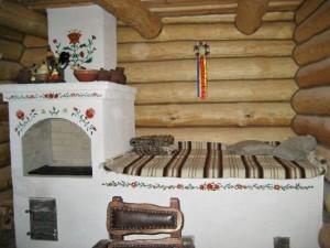 1-soba traditionala cu pat sau lejanca si plita