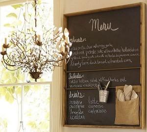 1- tabla de scris montata pe peretele din bucatarie