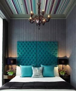 1-tapet decorativ aplicat pe tavanul dormitorului