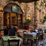 1-taverna pe o straduta din Monemvasia cetatea cu o singura intrare