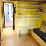 1-usa acces apartament mic 20 mp cu doua camere inainte de renovare