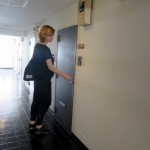 1-usa de acces in garsoniera din Japonia