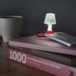Gadgetul care iti transforma smartphone-ul in veioza pe timp de noapte