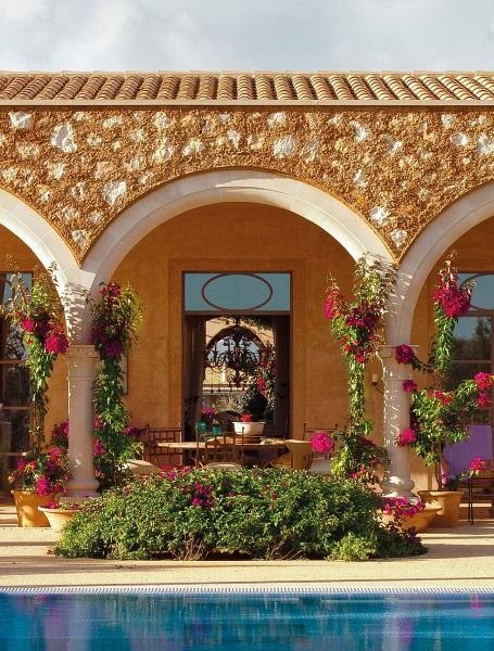 1-veranda cu arcade fatada casa traditionala Mallora Spania