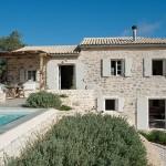 Vila Iriti din Corfu – o casa de piatra intr-un peisaj uluitor