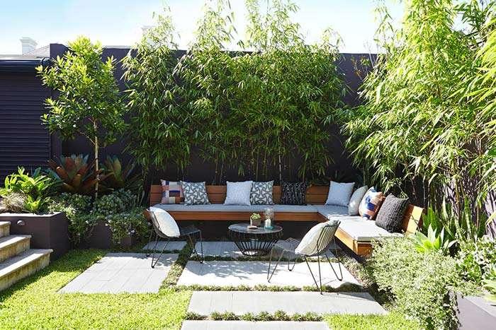 1-zona-relaxare-contur-bambus-amenajare-curte-mica