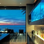 10-acvariu mare deasupra barului dintr-un living mare open space