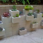 10-aranjament floral din boltari de zidarie din beton