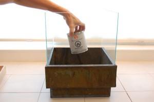 10-asezarea cutiei cu combustibil in interiorul semineului handmade