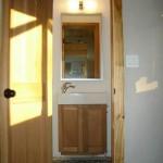 10-baie casa mica din lemn netratat chimic