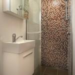 10-baie moderna cu cabina de dus fara cadita casa mica de 31 mp Milan by Nova Deko