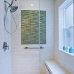 10-baie-moderna-finisata-in-alb-cu-verde