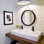 10-baie rustica finisata cu lambriu alb din PVC