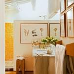 10-baie stil rustic amenajata in alb si galben casa veche piatra spania