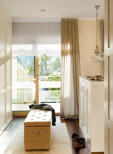 10-bancheta tapitata cu lada de depozitare amenajare dormitor frumos
