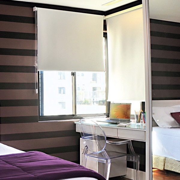 10-birou mic langa fereastra dormitor modern apartament 2 camere