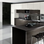 10-bucatarie-moderna-cu-mobilier-alb-si-wenge