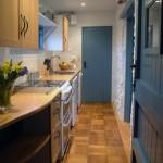10-bucatarie moderna in decor rustic casa de vacanta Devon Anglia