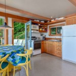 10-bucatarie open space cu mobilier din lemn parter casa mica 42 mp