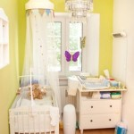 10-camera mica unisex bebe decorata in galben si alb