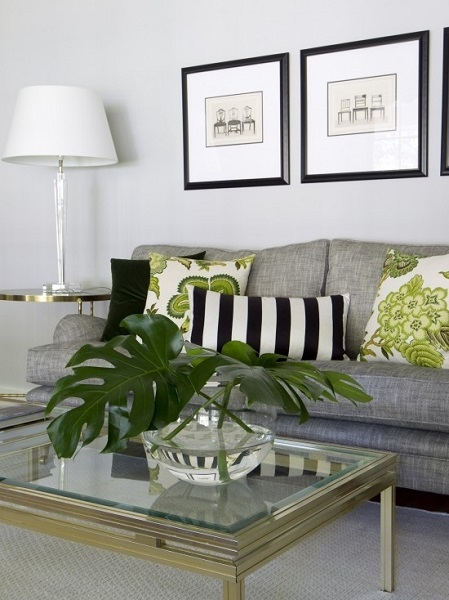 10-canapea gri deschis living asortata cu pernute decorative vernil