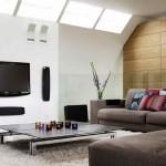 10-canapele scunde si perete placat cu panouri din lemn dispuse orizontal decor living mic