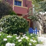 10-casa frumoasa cu flori si arbusti insula Spetses