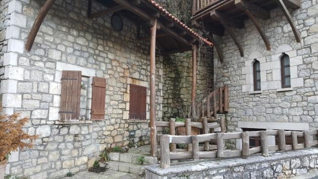 10-case din piatra Dimitsana Grecia