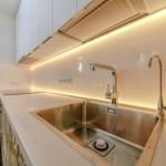 10-chiuveta din inox si blat de lucru din compozit alb bucatarie moderna
